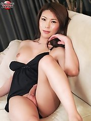 Making her third appearance on the site today, 20-year old Nagoya babe Yuria Misaki is back and treats to a splendid show of self satisfaction. Stripp